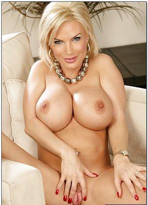Big Tits Shaved Pussy Pics