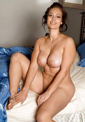 Big Tits Housewife Pics