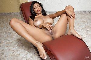 Latina Big Tits Pics