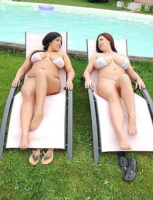 Big Tits in Bikini Pics